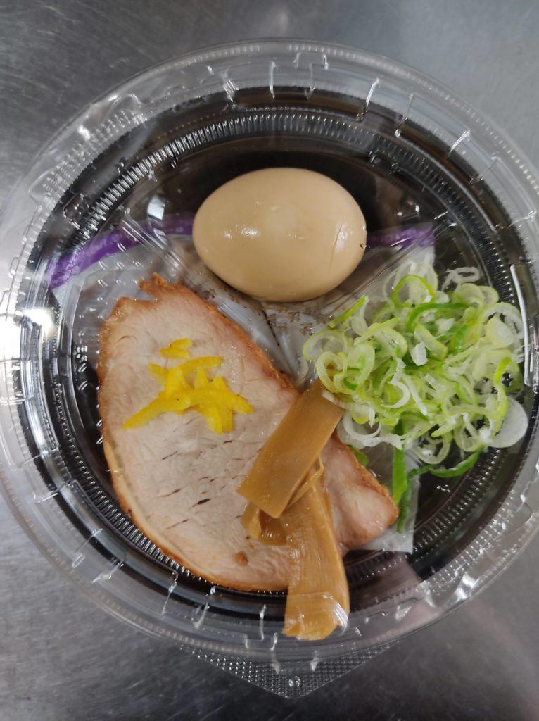 セブンイレブン「中華蕎麦とみ田」つけ麺の具材。