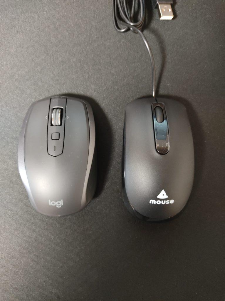 ANYWHERE 2S MX1600sとパソコン購入時についていたマウスとの大きさ比較写真。