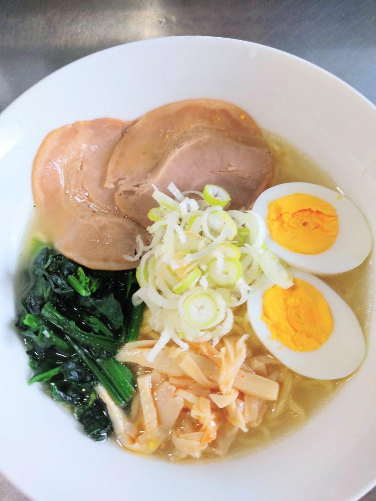 「日清のラーメン屋さん北海道函館しお」を調理したもの。