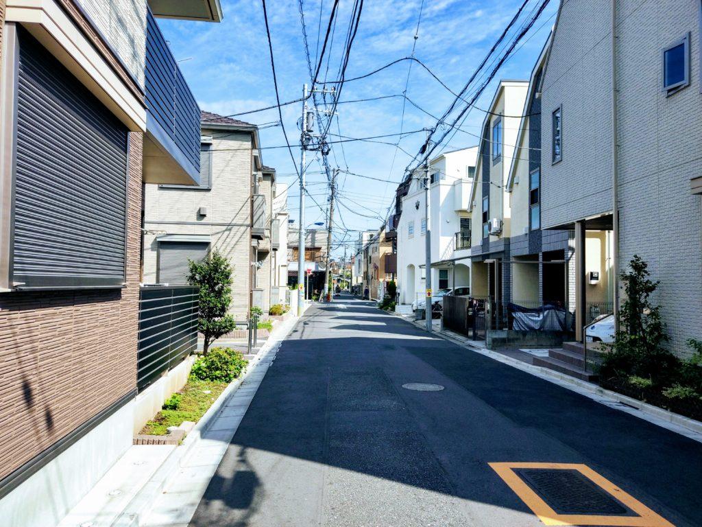 平坦な住宅街。