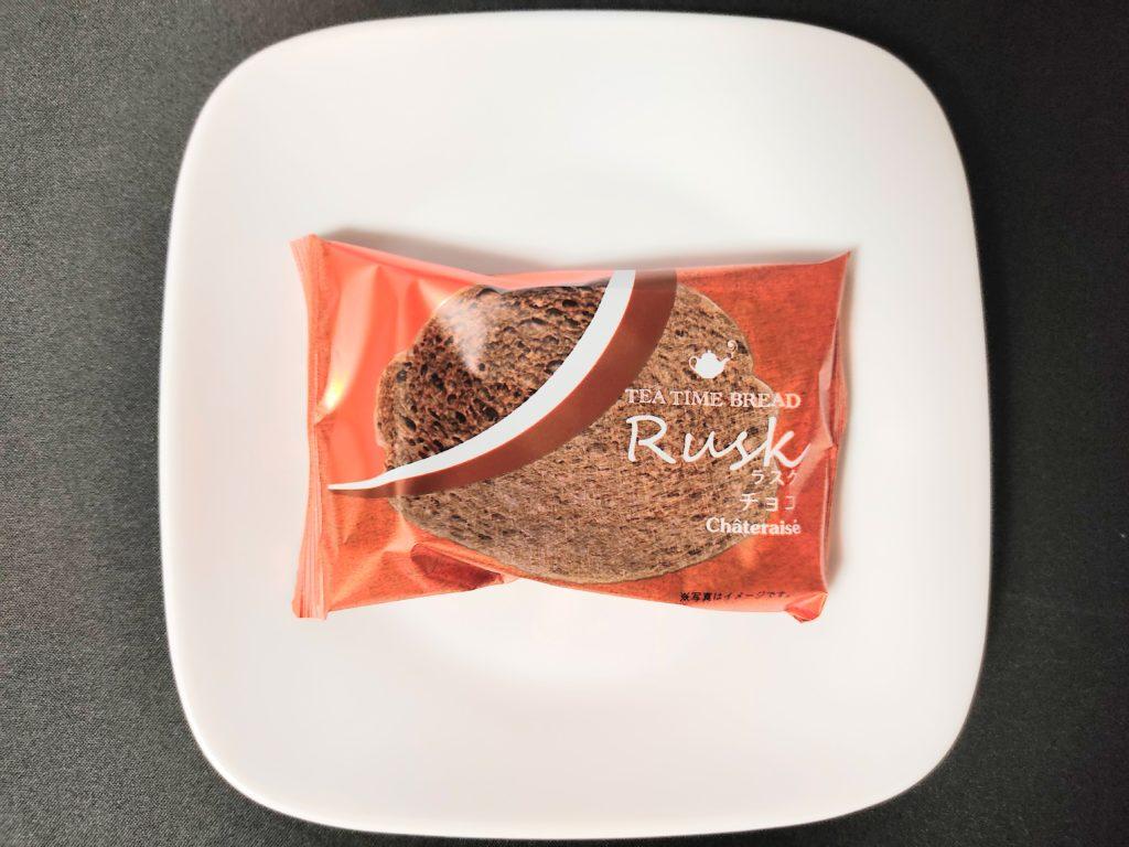 シャトレーゼ「ティータイムブレッド チョコラスク」個包装。