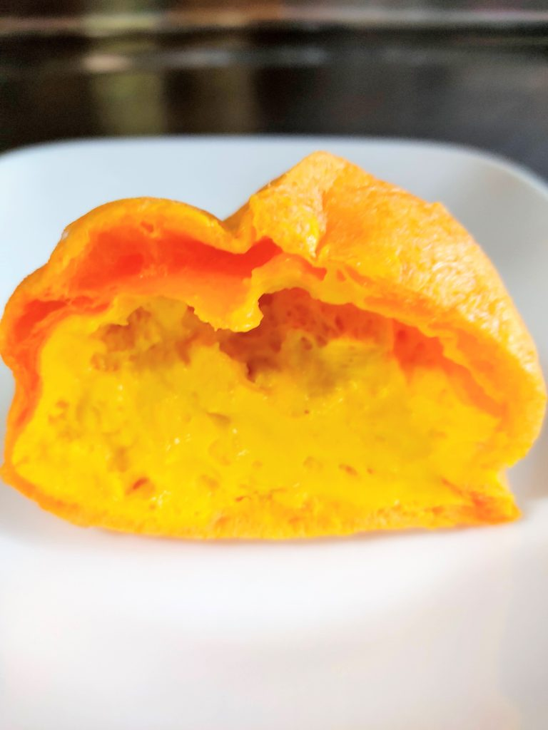セブン-イレブン「かぼちゃもこ」の断面。