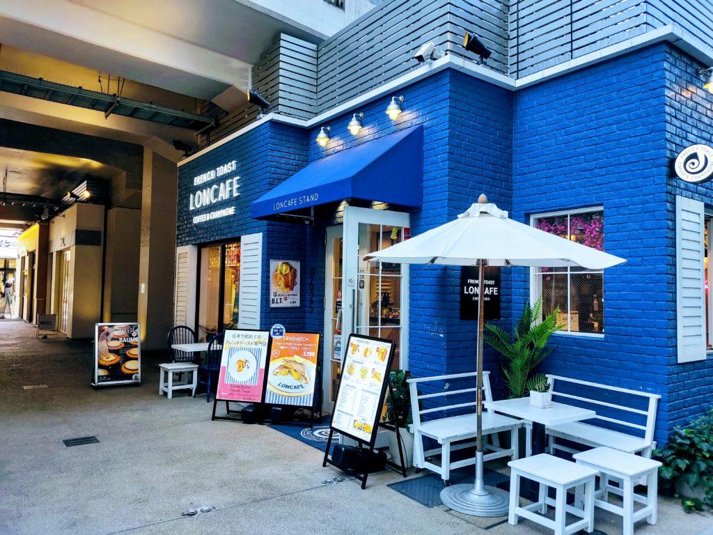 中目黒駅高架下のカフェ。