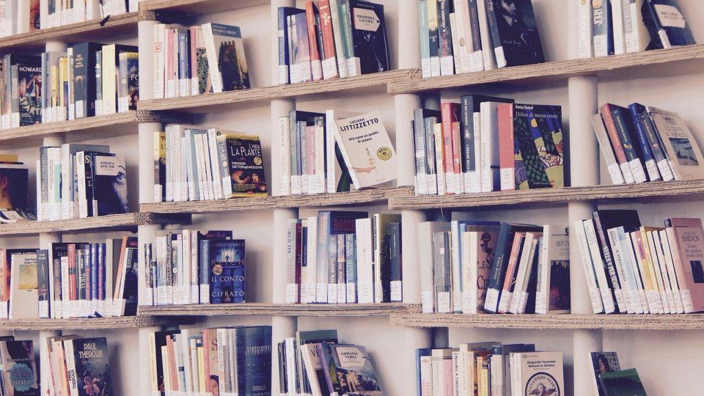 本棚の画像。