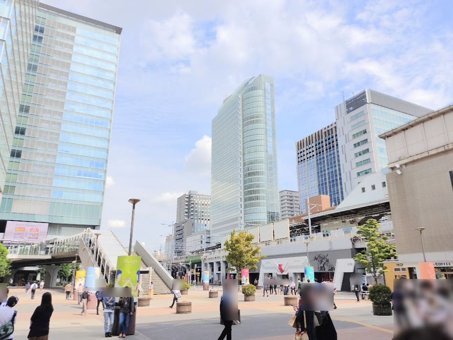 秋葉原駅前。