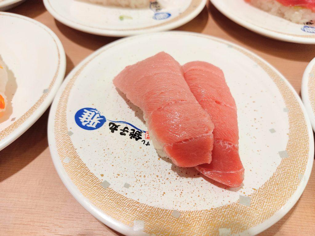 回転寿司「すし銚子丸 雅」の『本マグロ中トロ』。
