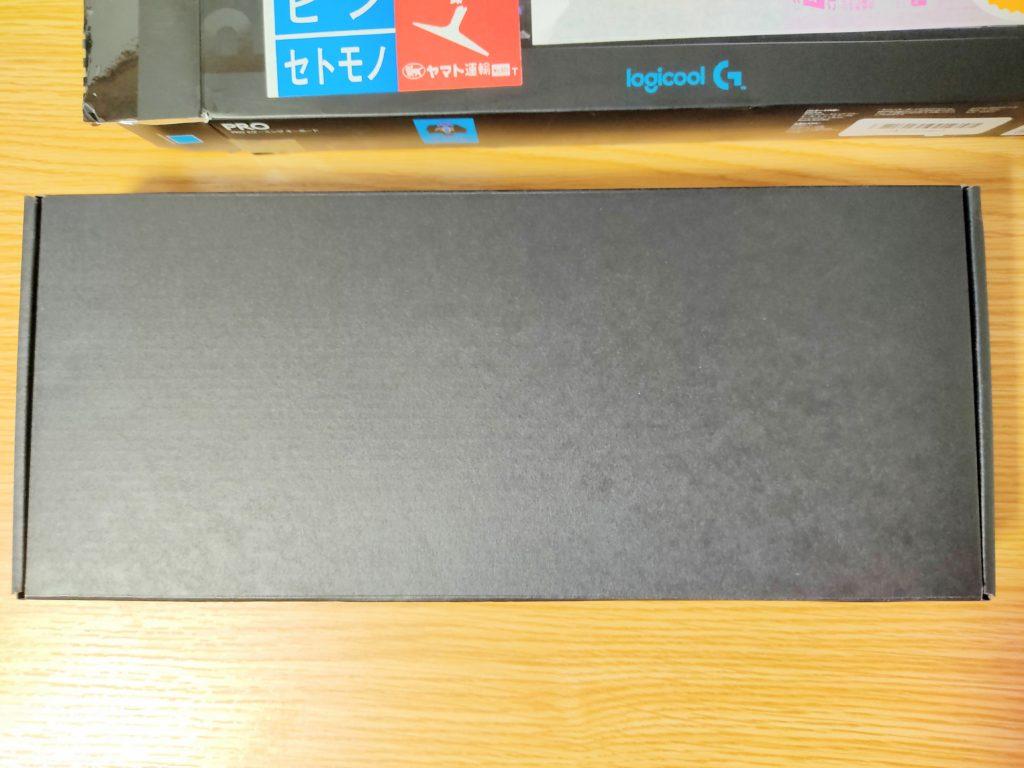 ロジクールGのゲーミングキーボード「PRO X」のパッケージ内箱。