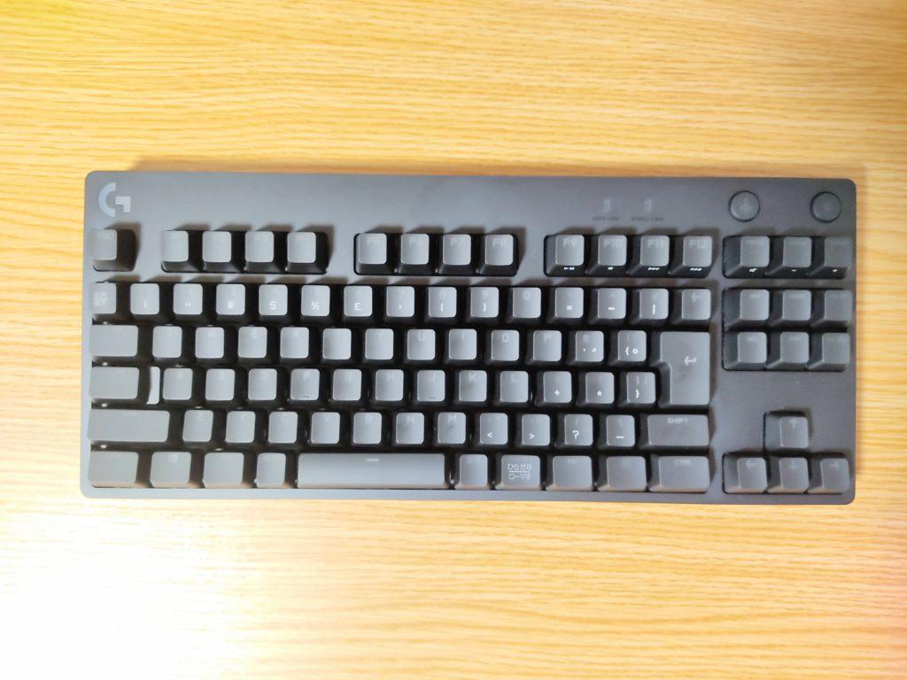 ロジクールGのゲーミングキーボード「PRO X」本体表面。