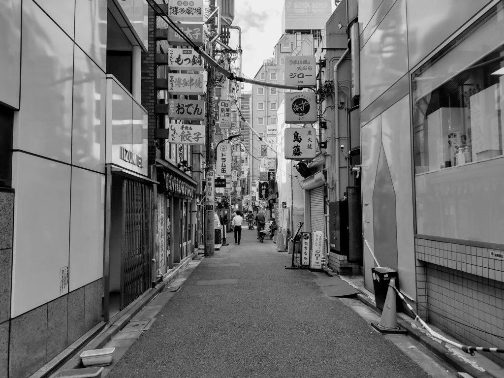 新橋駅周辺の飲み屋街。