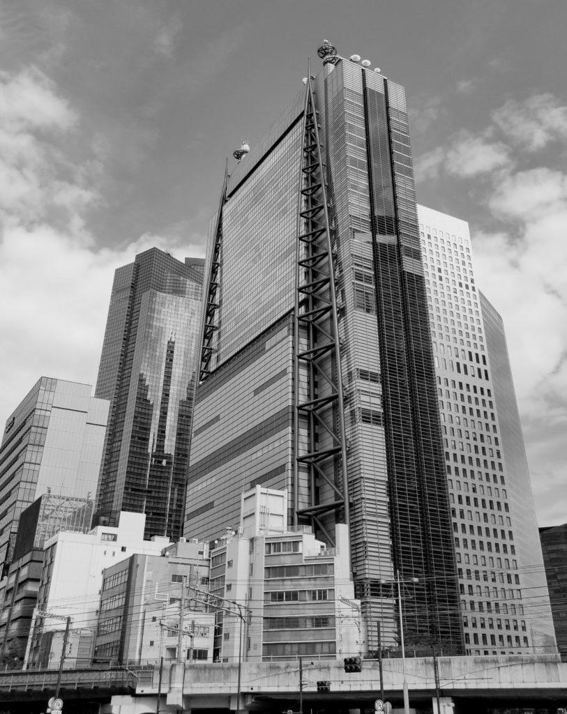 新橋駅周辺の高層ビル群。
