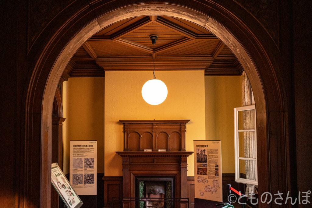 旧岩崎邸・洋館。1階廊下。