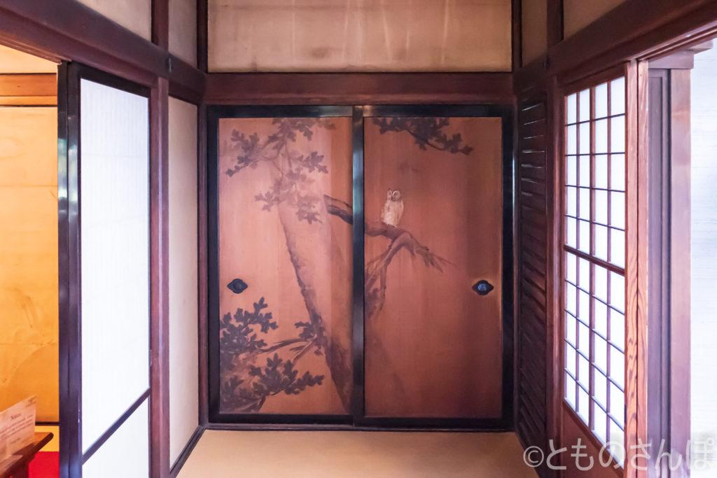 ふすまの日本画。