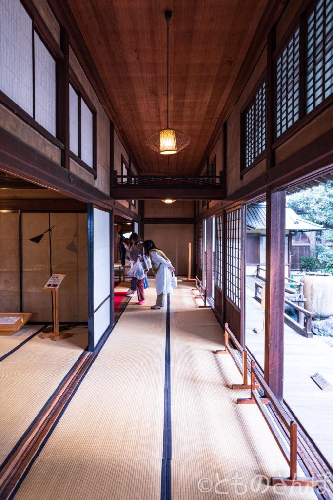 旧岩崎邸・和館。喫茶室入り口。