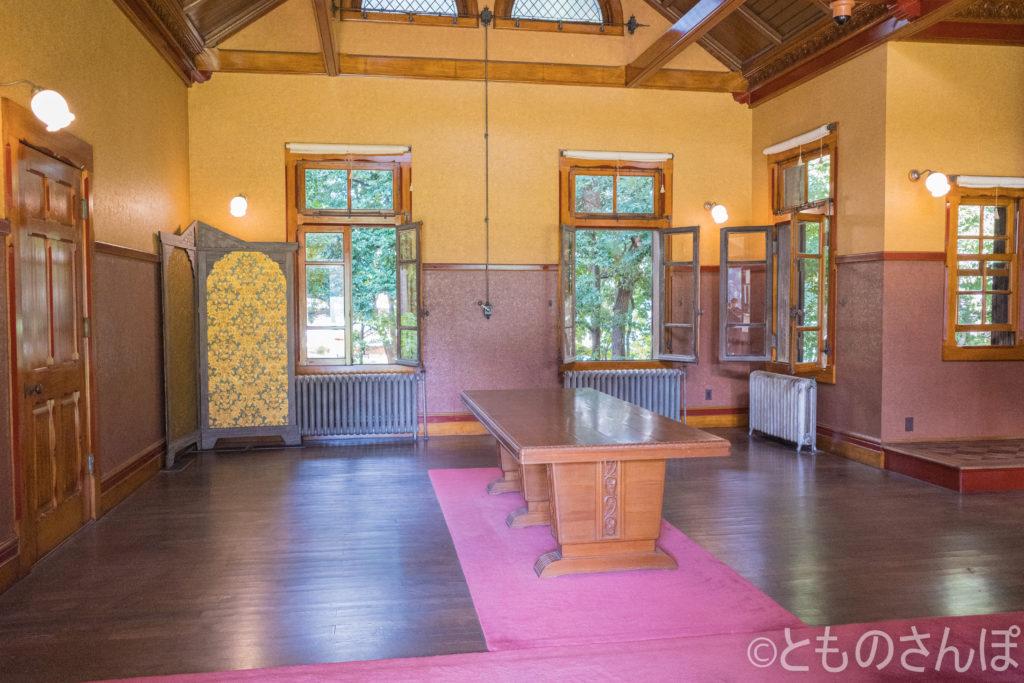 旧岩崎邸・撞球室。室内の様子。