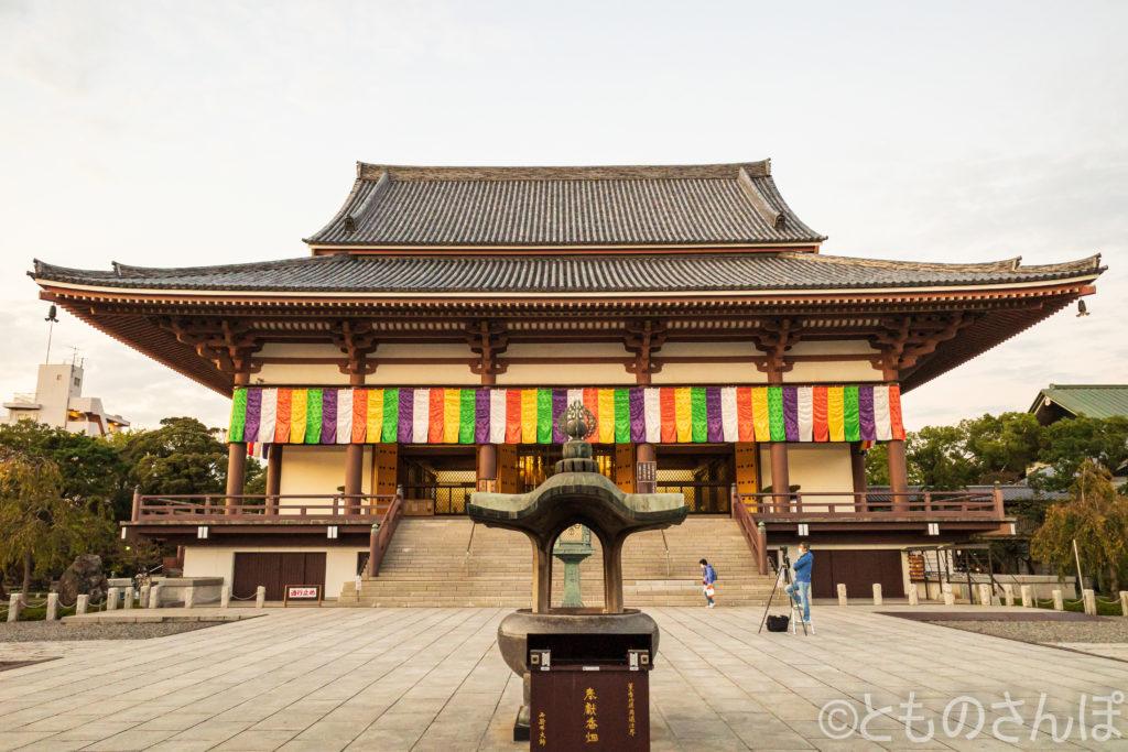 西新井大師大本堂。