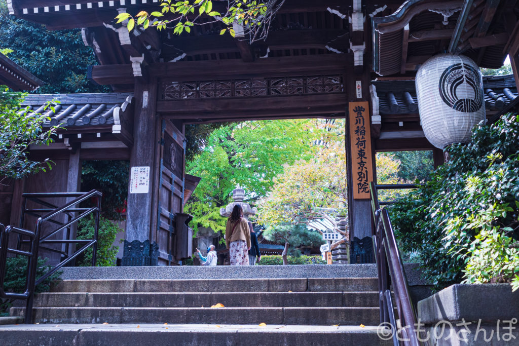 豊川稲荷東京別院山門。