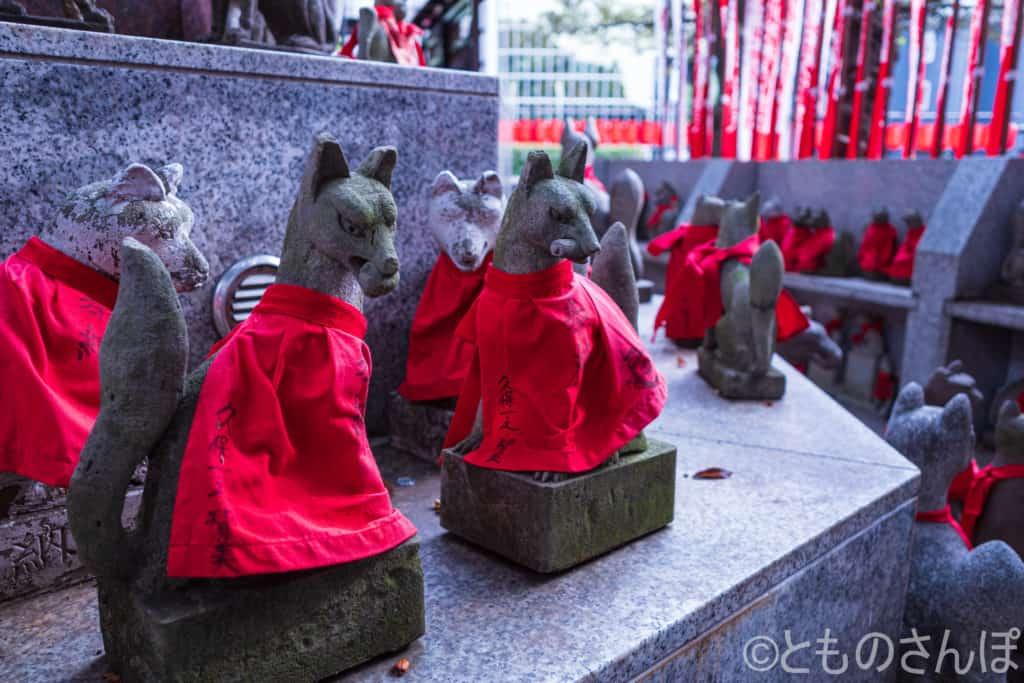 豊川稲荷東京別院霊狐塚。