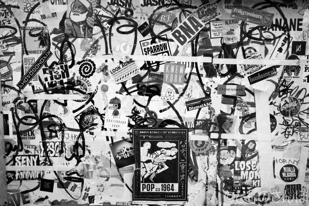 新宿ゴールデン街、掲示板の一部。