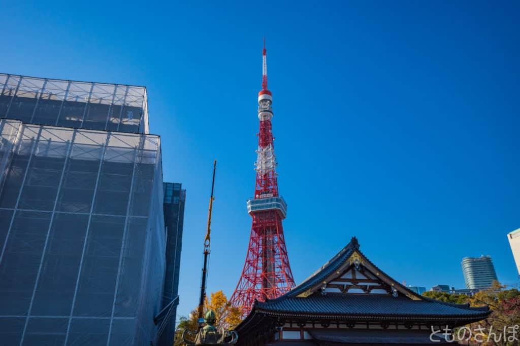 増上寺から見る東京タワー。