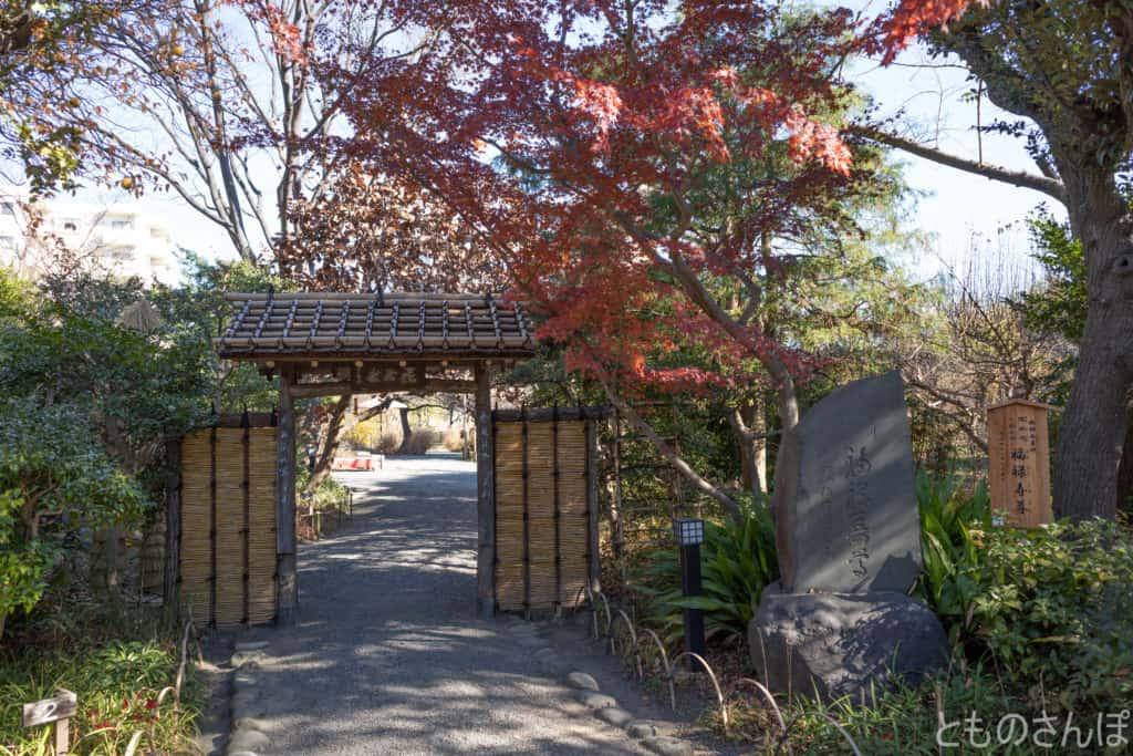 向島百花園入り口付近。
