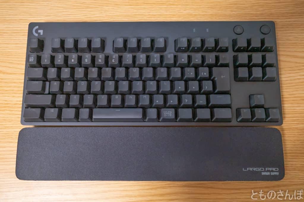 サンワサプライテンキーレスキーボード用リストレスト『LARGO PAD』の外観。