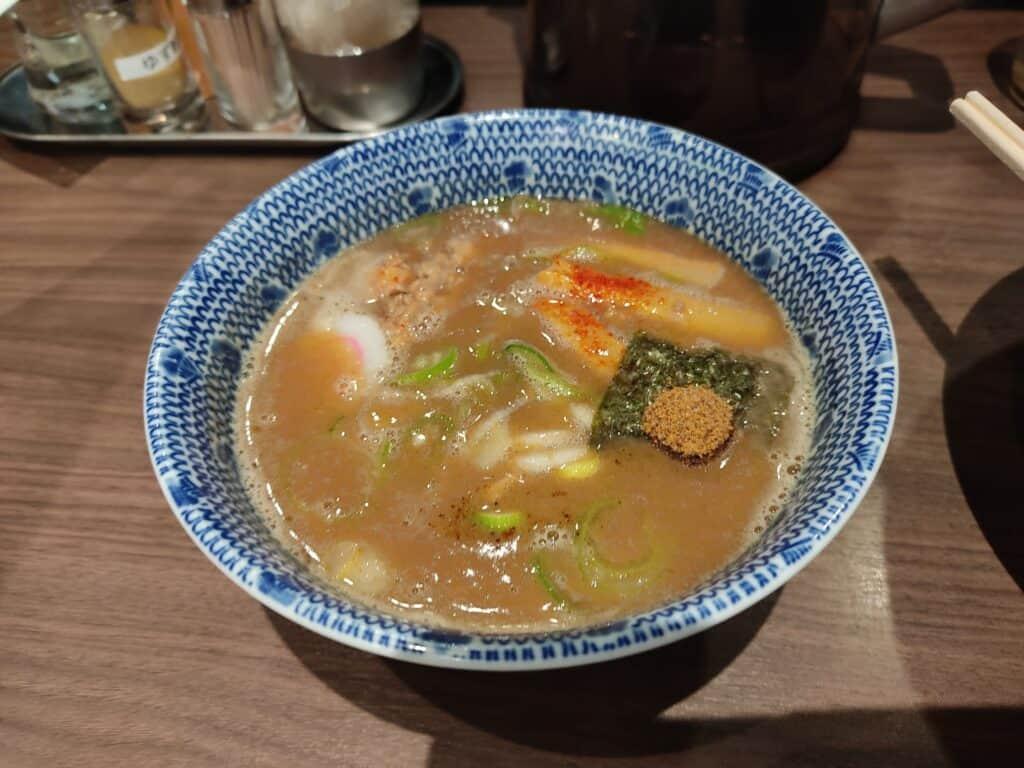 六厘舎特性つけ麺(大盛り)のスープ。