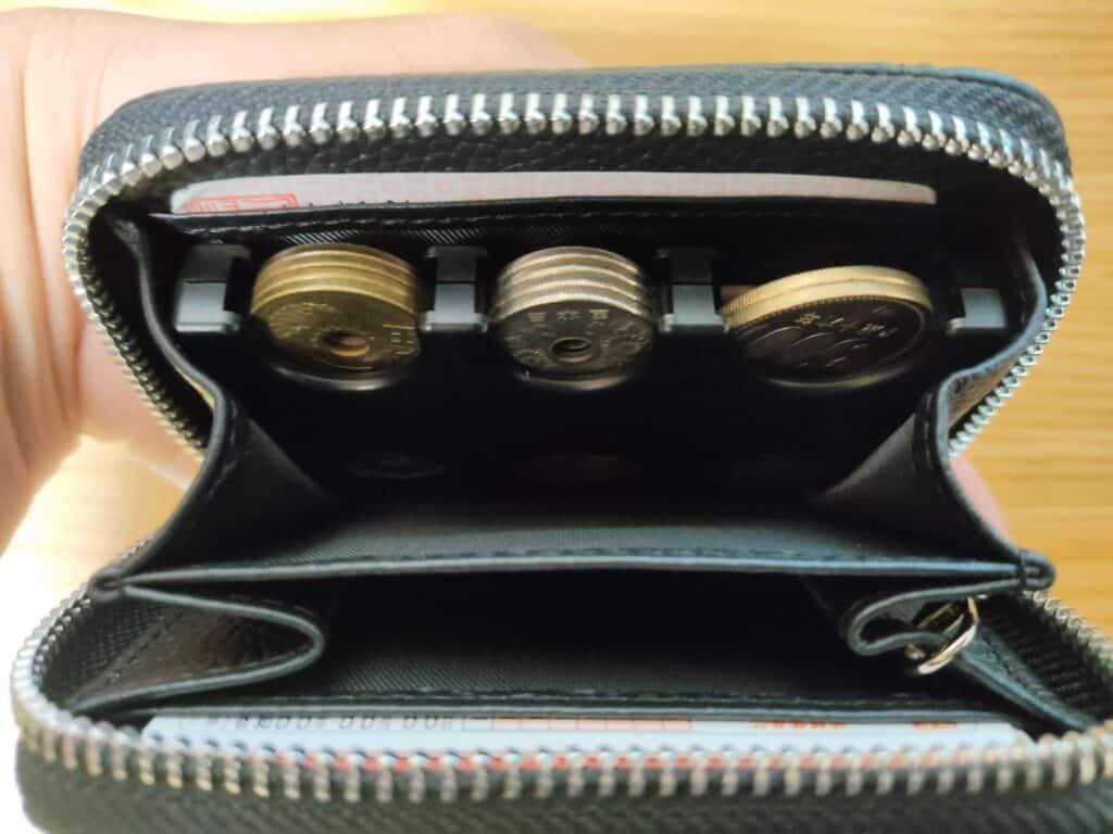 STREAMの小銭入れに、コインホームを入れてみた様子。