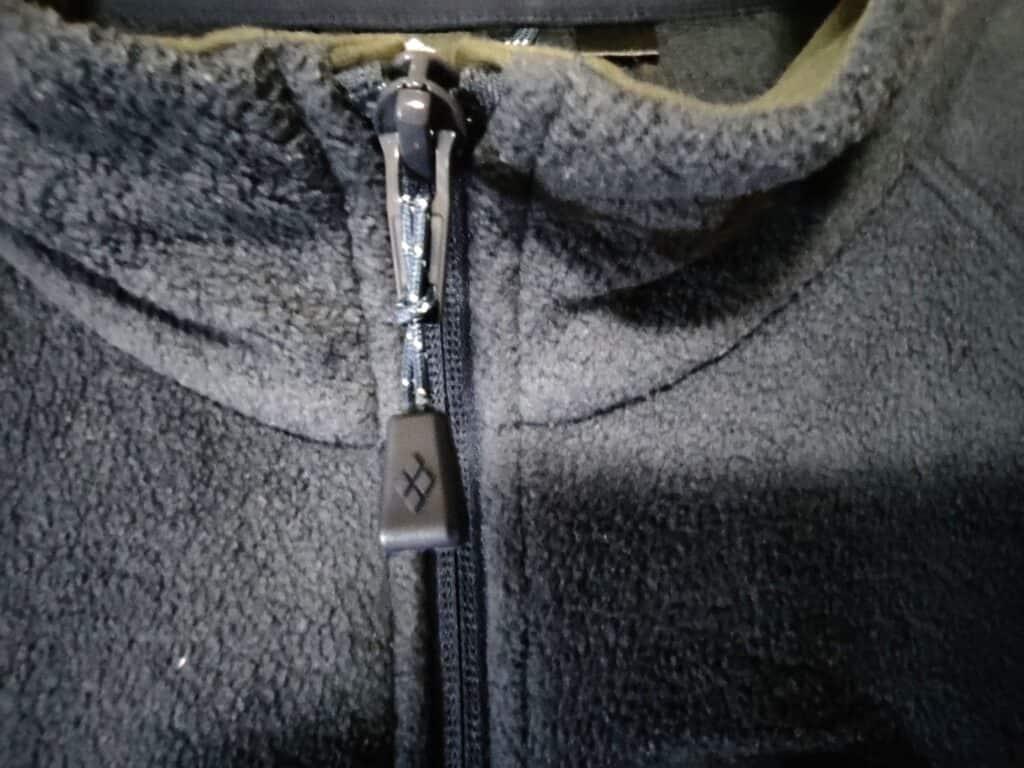 モンベルの「クリマプラス100ジャケット」のジッパー