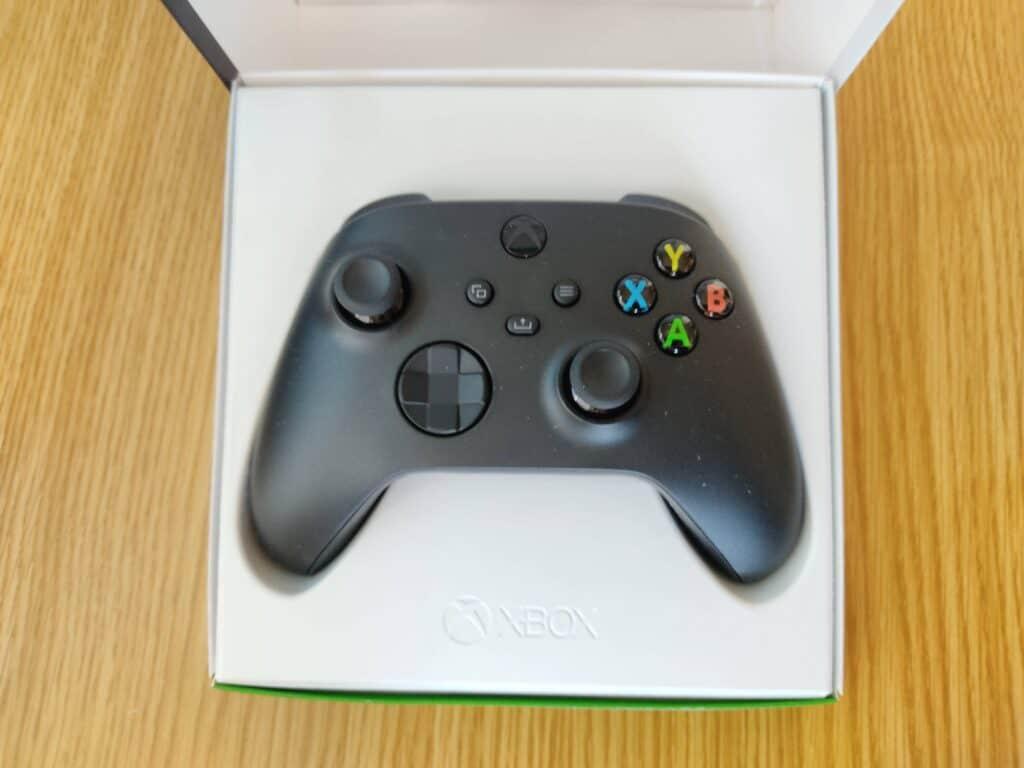 マイクロソフト「Xbox ワイヤレス コントローラー 」の箱を開けたところ