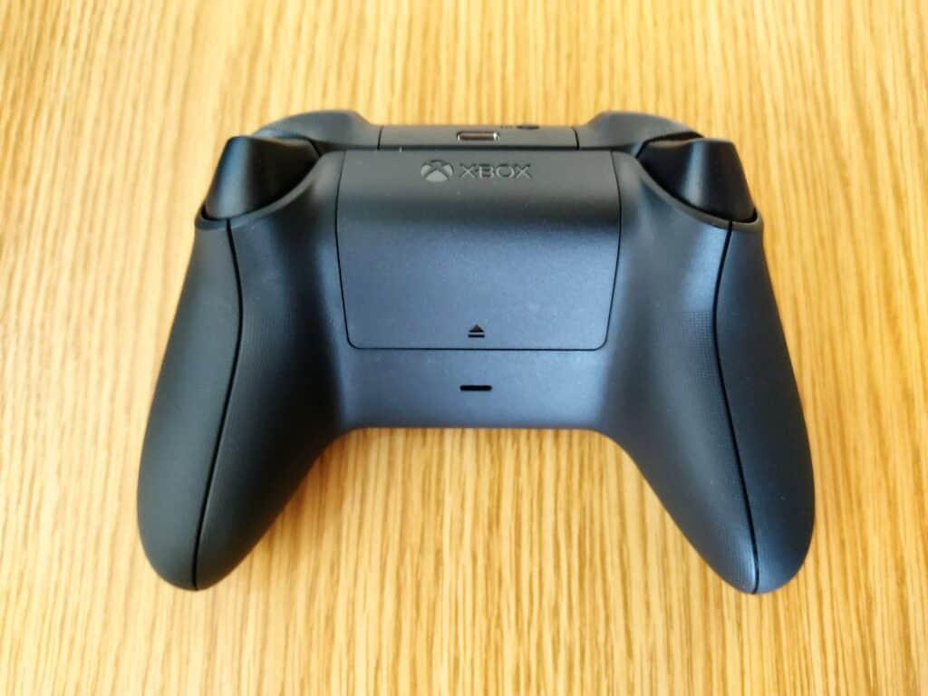 マイクロソフト「Xbox ワイヤレス コントローラー 」の裏面