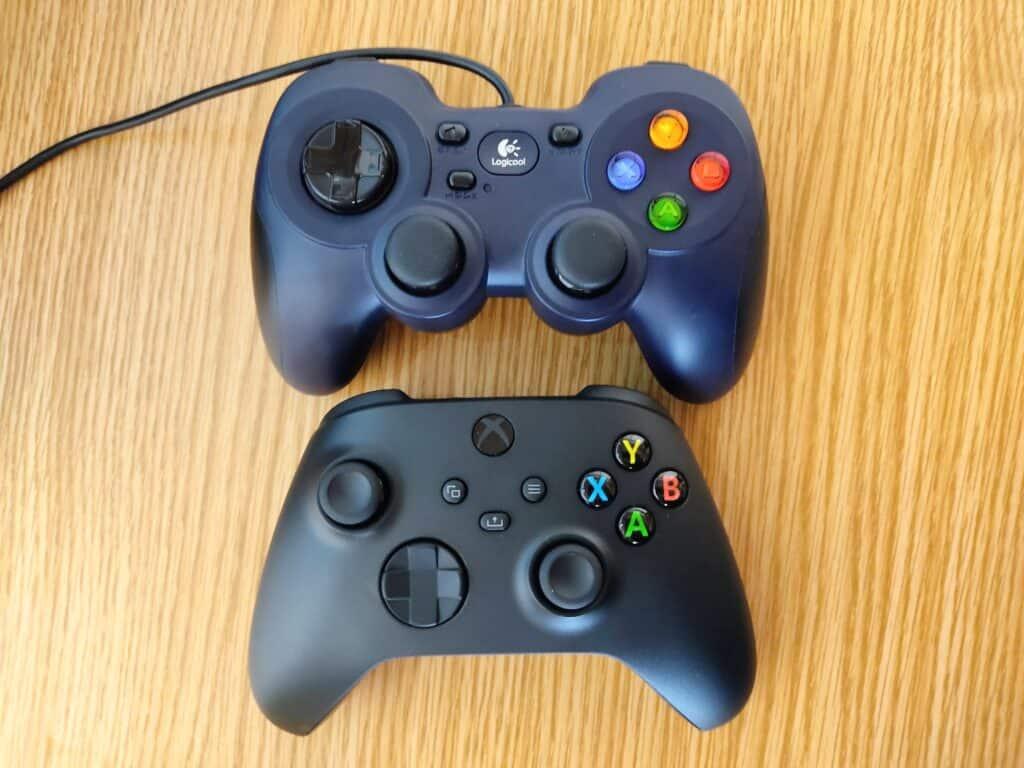 マイクロソフト「Xbox ワイヤレス コントローラー 」とロジクールF310