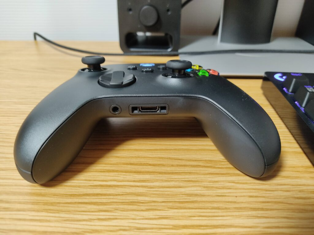 マイクロソフト「Xbox ワイヤレス コントローラー 」の3.5mm ステレオ オーディオ ジャック