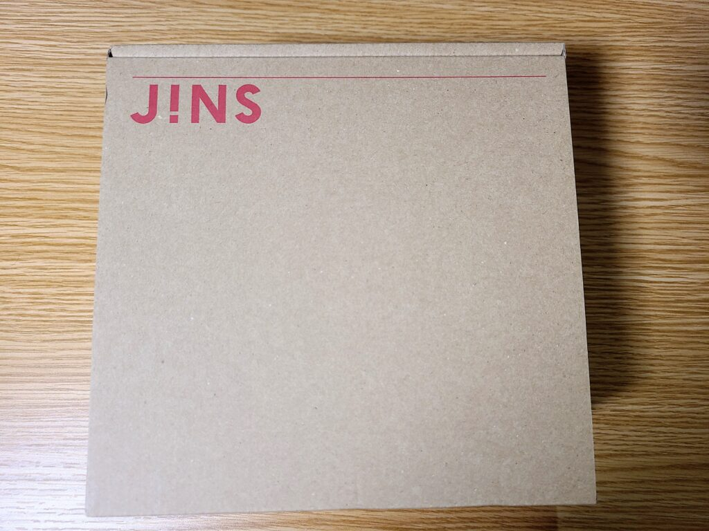 JINSのダンボール