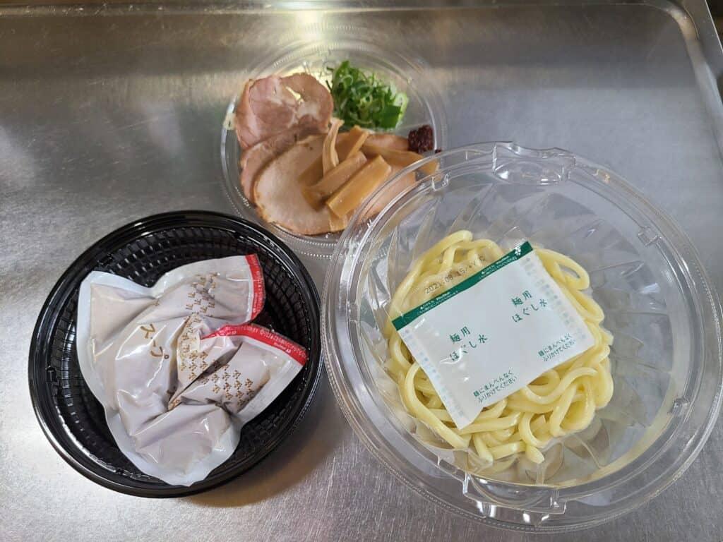 セブンイレブン「とみ田監修 濃厚豚骨魚介冷しW焼豚つけ麺」