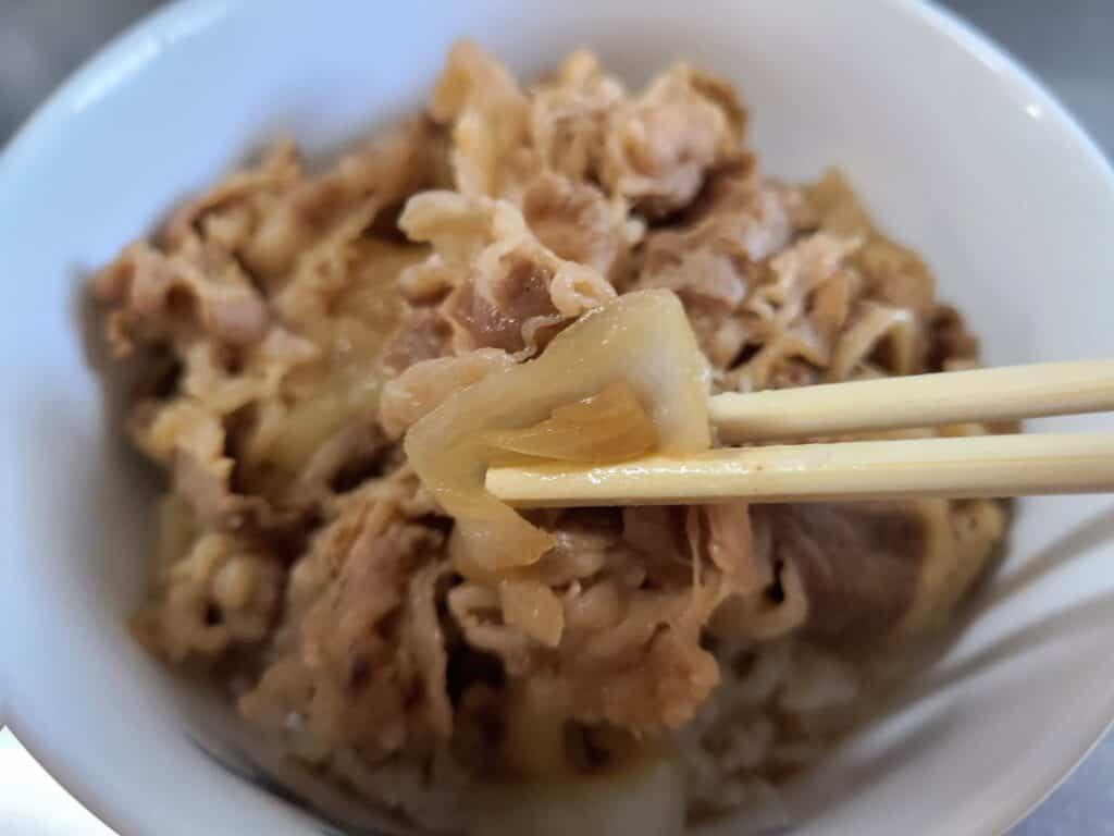 「吉野家 牛丼の具」の玉ねぎと肉