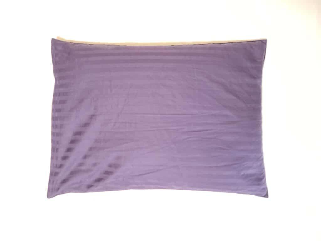枕カバーを付けたパイプ枕