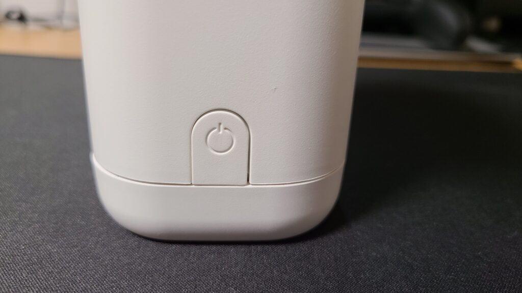 『キレイキレイ薬用泡ハンドソープ専用オートディスペンサー』の電源ボタン