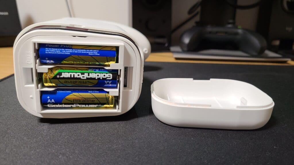 『キレイキレイ薬用泡ハンドソープ専用オートディスペンサー』の電池ケース
